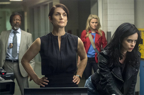 Carrie-Anne Moss, Krysten Ritter (Photo: Myles Aronowitz for Netflix)